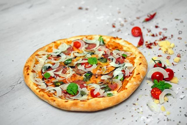 Pizza Salami e Pesto